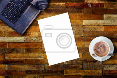 Blanc papier bois bureau table ordinateur portable tasse