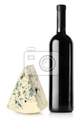 Bouteille de vin rouge et fromage bleu