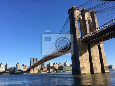 Brooklyn pont avec clairement ciel bleu et la ville