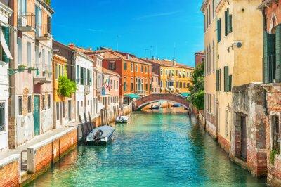 Sticker Canal étroit à Venise, Italie.