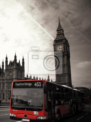 """Célèbre repère """"Big Ben"""" avec le bus rouge à Londres, Royaume-Uni"""