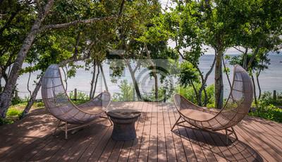 Sticker chaises longues au bord du lagon