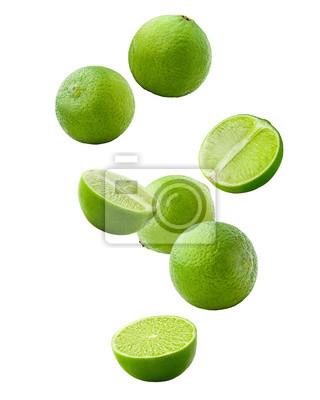 Sticker Chute de citron vert isolé sur fond blanc, un tracé de détourage, pleine profondeur de champ