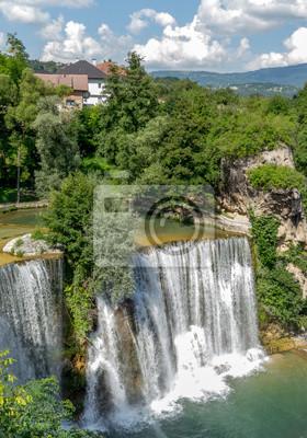 Chutes d'eau dans la ville Jajce, Bosnie-Herzégovine