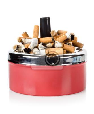 Cigarettes et vieux cendrier