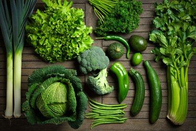 Sticker Composition de légumes uniquement sur une table en bois