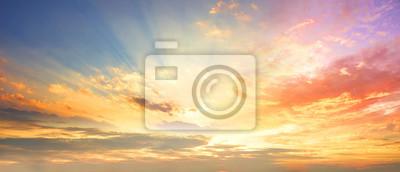 Sticker Concept du monde céleste: Coucher / lever de soleil avec nuages