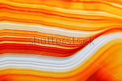 Sticker Coupe transversale de la surface de cristal d'agate translucide naturelle, structure abstraite orange tranche de pierre minérale macro gros plan