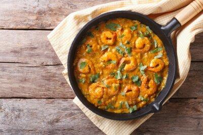 Sticker Crevettes au curry dans la casserole. vue de dessus horizontale