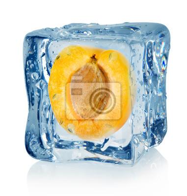 cube de glace et d'abricot