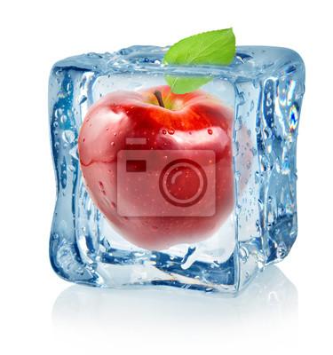Cube de glace et de pomme rouge