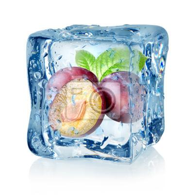 Cube de glace et de prune