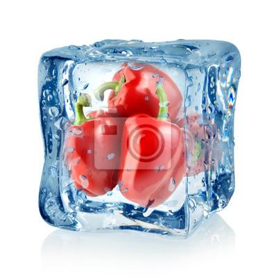 Cube de glace et poivrons rouges