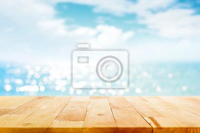 Sticker Dessus de table en bois sur l'eau de mer étincelante et l'environnement de ciel d'été