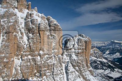 Dolomites vue du ciel aérienne prise de l'hélicoptère en hiver