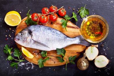 Sticker Dorado poisson frais avec des légumes