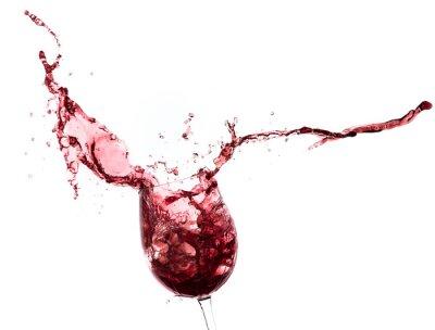 Sticker éclaboussures de vin rouge dans un verre, isolé sur blanc