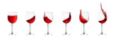 Sticker Ensemble de verres à vin avec des éclaboussures de vin isolé sur fond blanc
