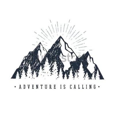 Sticker Étiquette inspirante dessinée à la main avec des illustrations vectorielles texturées de montagnes et de pins et le lettrage