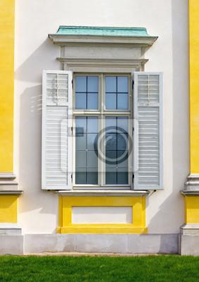 Fenêtre avec volets ouverts