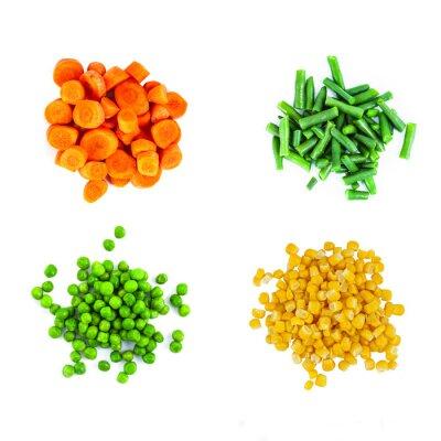 Sticker Heaps de différents légumes coupés isolé sur fond blanc. Vue de dessus.