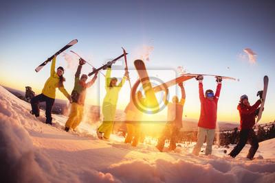 Sticker Heureux amis à la station de ski s'amusant