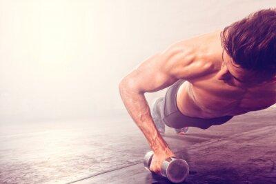 Sticker Homme, faire, push-up, exercice, haltère Strong homme faisant crossfit séance d'entraînement.