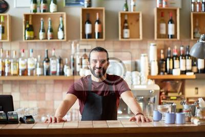 Sticker Homme heureux, barman ou serveur au bar