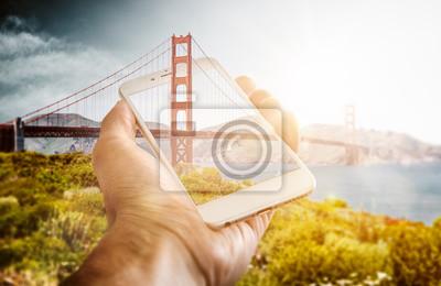 Illusion d'optique d'un pont piquant au téléphone