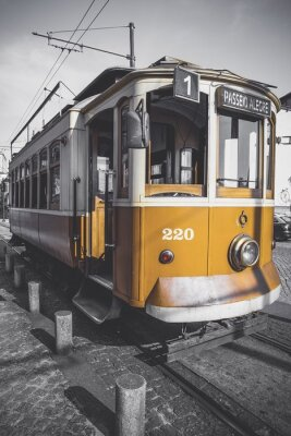 Sticker Image désaturée du chariot de Porto excepté son jaune particulier.