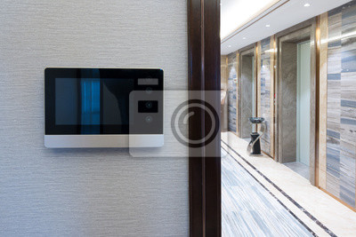 Interphone vidéo porte cloche sur le mur extérieur couloir moderne ...
