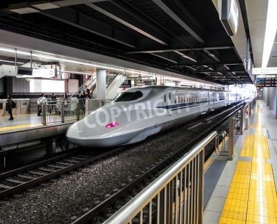 Sticker Japon train à grande vitesse Shinkansen ou à un poste à Tokyo, Japon