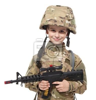 Jeune soldat avec un fusil