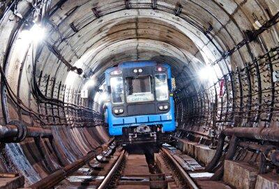 Kiev, Train dans le tunnel de métro