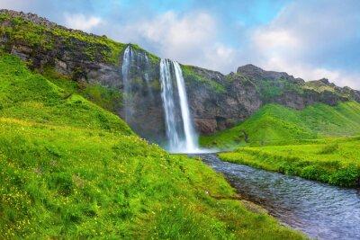 Sticker L'eau coule dans un ruisseau rapide