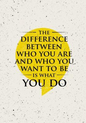 Sticker La différence entre qui vous êtes et qui vous voulez être est ce que vous faites. Citation inspirante de motivation créatrice.