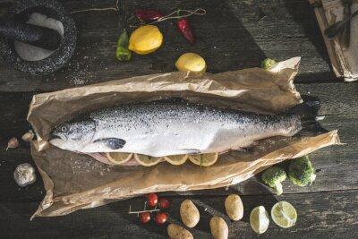 Sticker La préparation du poisson de saumon entier pour la cuisson