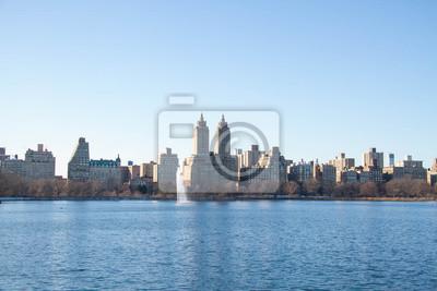 Lac à Central Park et bâtiments à Manhattan