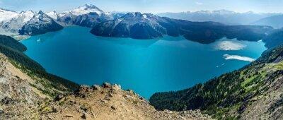 Sticker Lac alpin et montagnes enneigées