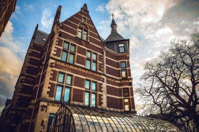 Sticker Le Rijksmuseum est un musée national néerlandais dédié aux arts et à l'histoire à Amsterdam. Le musée est situé sur la place du musée dans le quartier Amsterdam Sud, à proximité du musée Van Gogh.