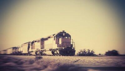 Sticker le train de marchandises circulant à travers le désert de l'Arizona