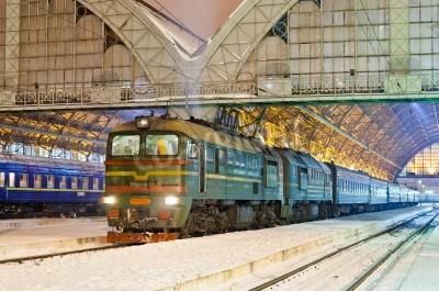 Sticker le train de voyageurs diesel à Lviv, Ukraine