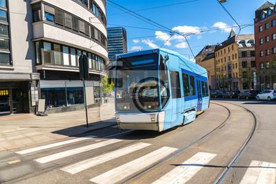 Le tram bleu moderne à Oslo