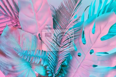Sticker Les feuilles tropicales et de palmier dans les couleurs holographiques dégradées audacieuses et vibrantes. Art conceptuel. Surréalisme minimal.