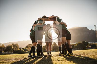 Sticker Les joueurs de rugby se blottissent sur le terrain de sport