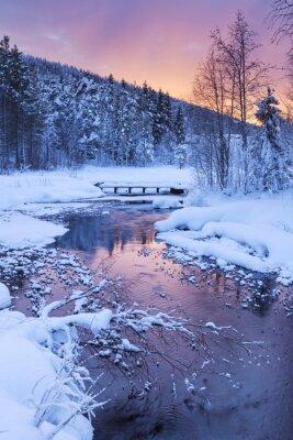 Sticker Lever de soleil sur une rivière en hiver près Levi, Laponie finlandaise