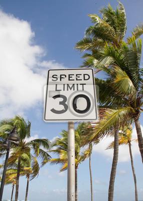 Limite de vitesse sur la plage de palm, en Floride