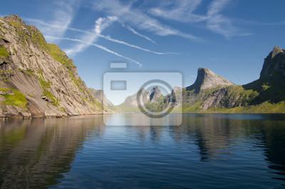 Lofoten île de Norvège vue du fjord du bateau