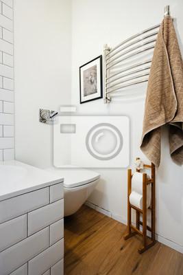 Sticker: Lumineux intérieur dune salle de bain moderne dans le grenier