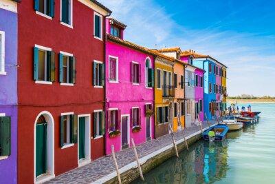 Sticker Maisons peintes de Burano dans la lagune de Venise, Italie.